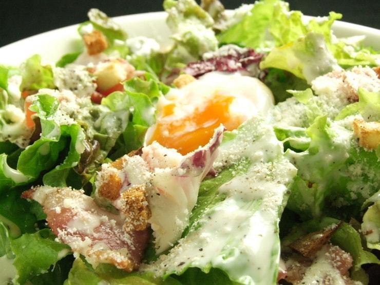 半熟卵のせシーザーサラダ